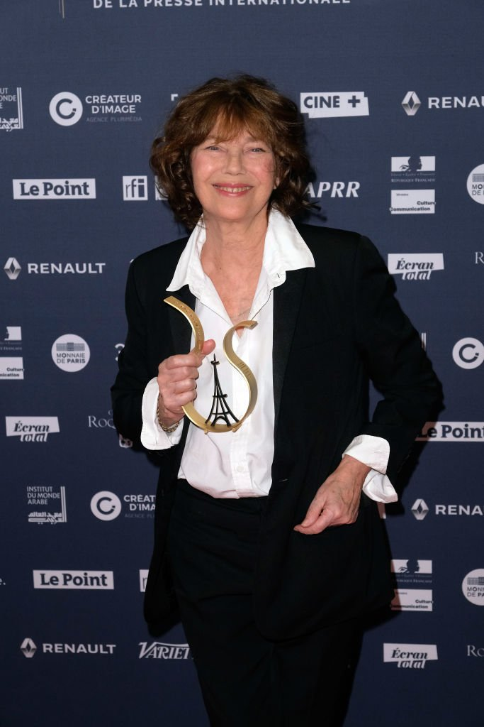 Jane Birkin recevant un prix | source : Getty Images