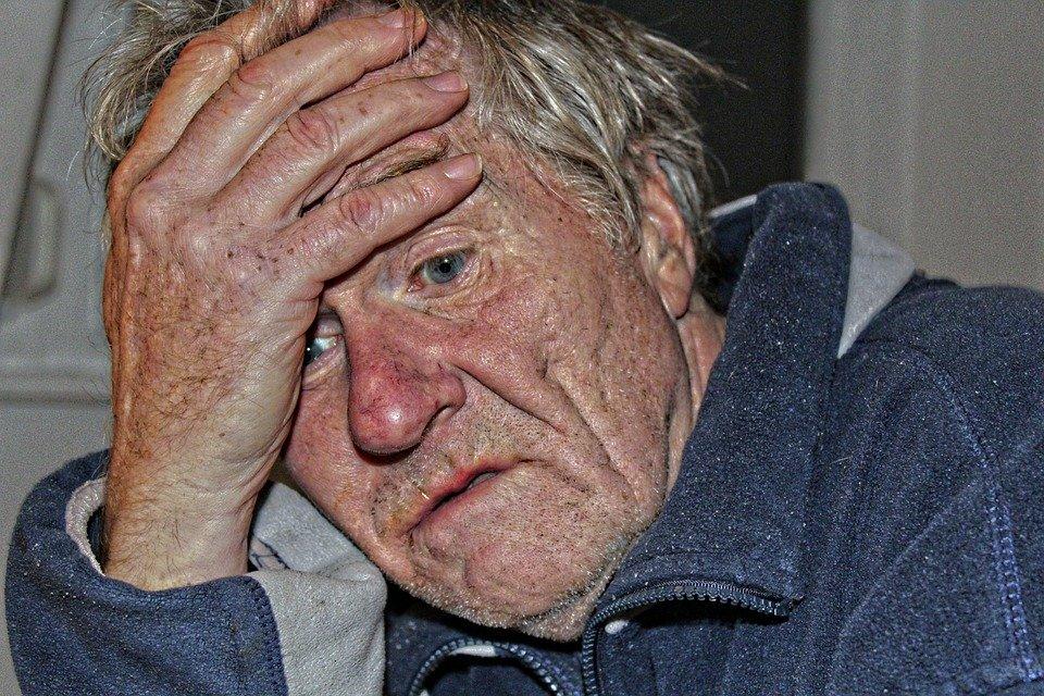 Un homme âgé ou atteint de la maladie d'Alzheimer / Photo : Pixabay
