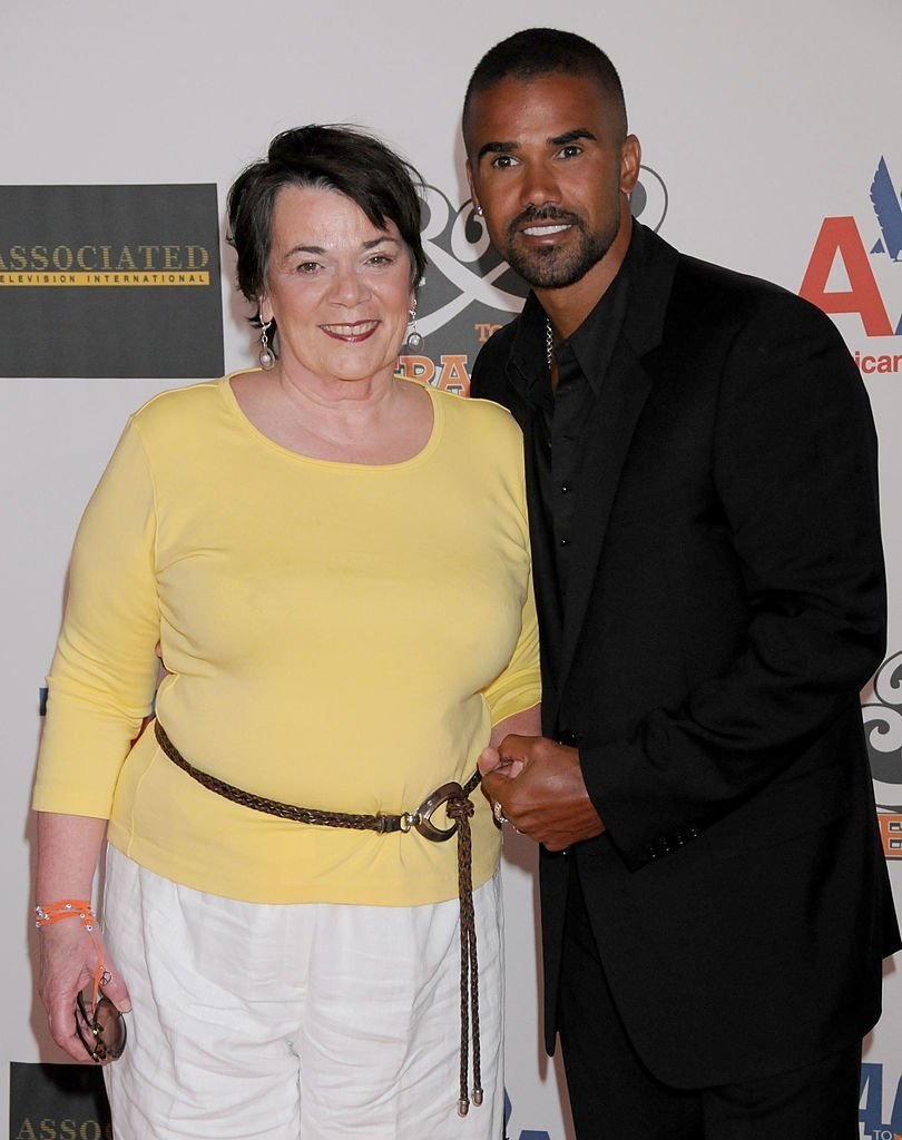 Shemar Moore and his mother Marilyn on May 8, 2009 in California | Source: Getty Images