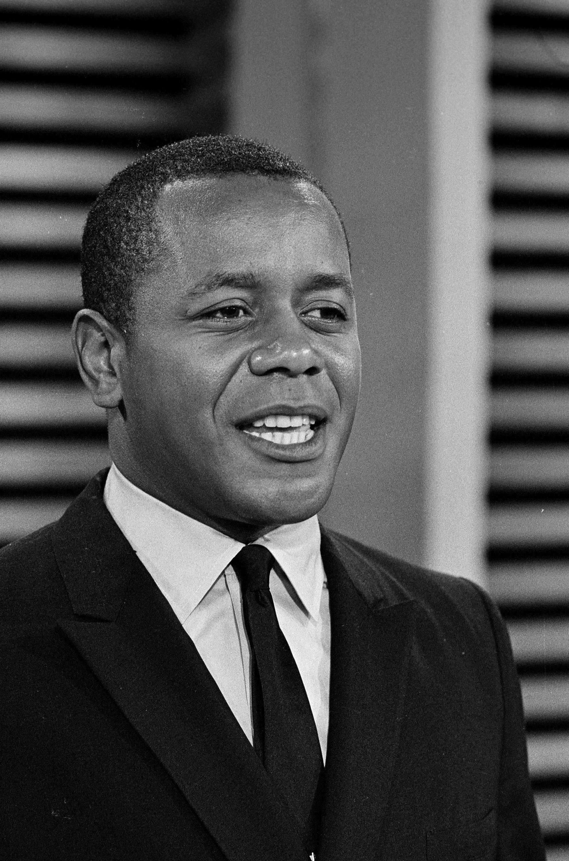 Flip Wilson on THE SUMMER BROTHERS BROTHERS SMOTHERS SHOW | Photo: Getty Images