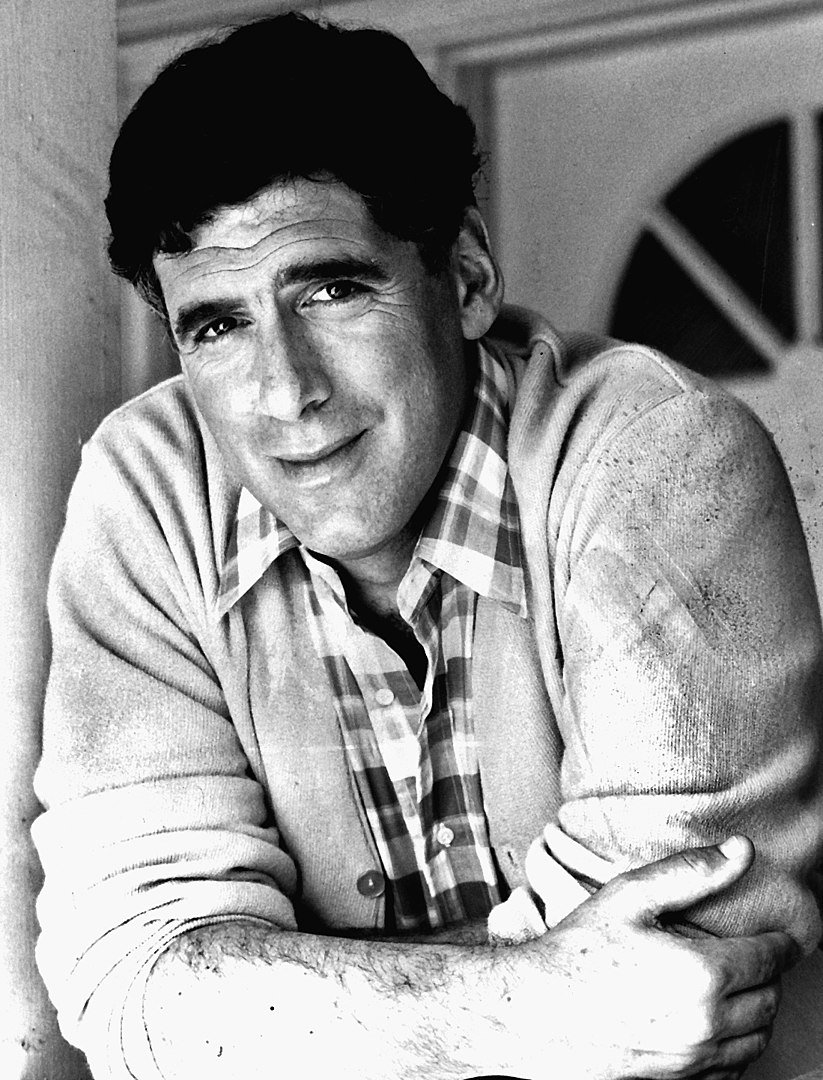 Publicity photo of Elliott Gould in 'Together We Stand.' | Photo: Wikimedia Commons Images