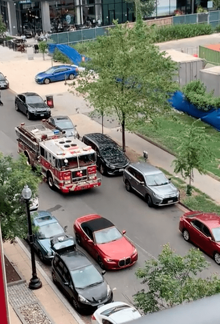 A fire truck that cannot pass on the road.   Source: Reddit.com/MrJackDog