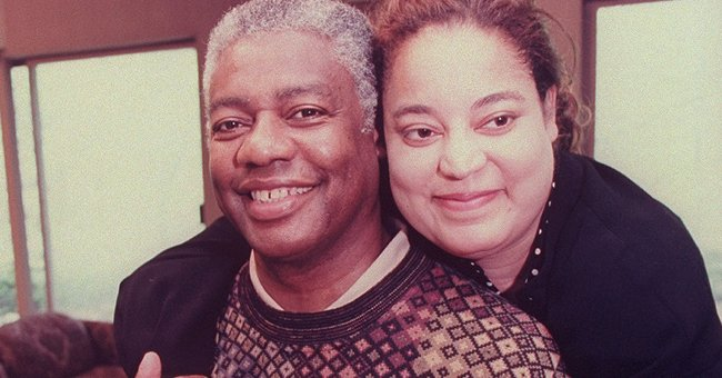 Oscar Robertson getting a hug from daughter, Tia; he donated a kidney to save her life | Photo: Getty Images