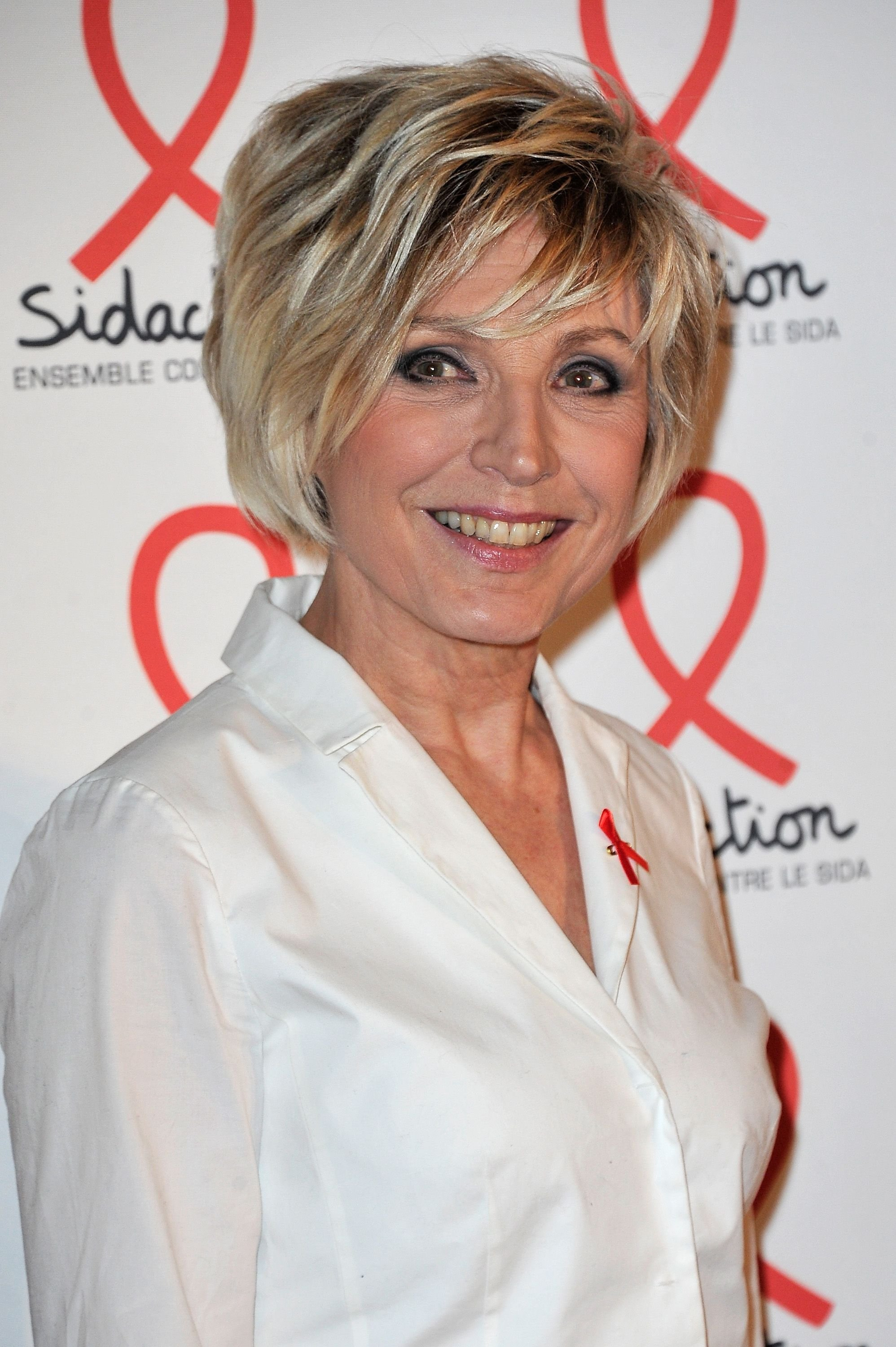 Evelyne Dheliat assiste à la soirée de lancement Sidaction 2016 photocall au Musée du Quai Branly le 7 mars 2016 à Paris, France. | Photo : Getty Images