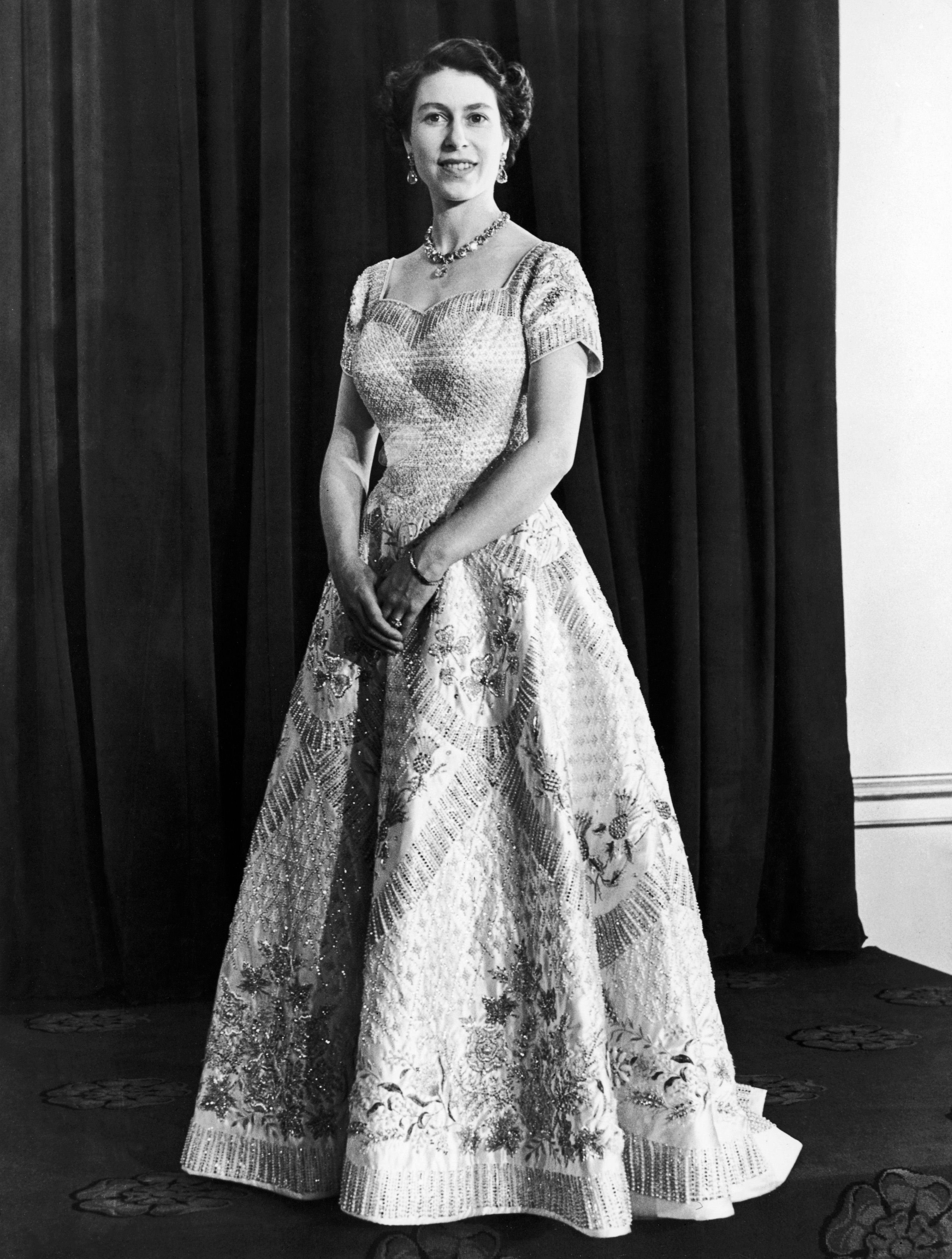 Queen Elizabeth's official portrait for the Coronation in 1953 | Photo: Mirrorpix/Getty Images