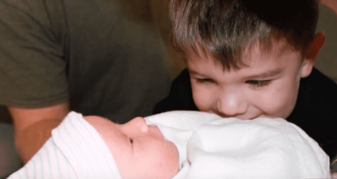 Katherine's sibling looks at her adorably. | Source: YouTube/WSAV3