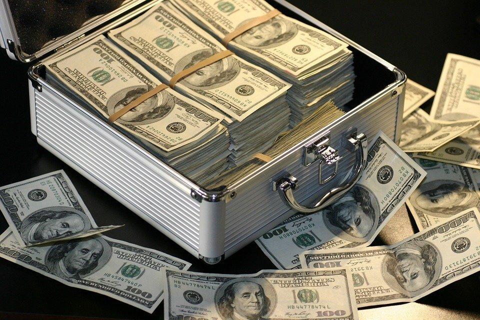 Une valise remplie d'argent. l Source: Pixabay