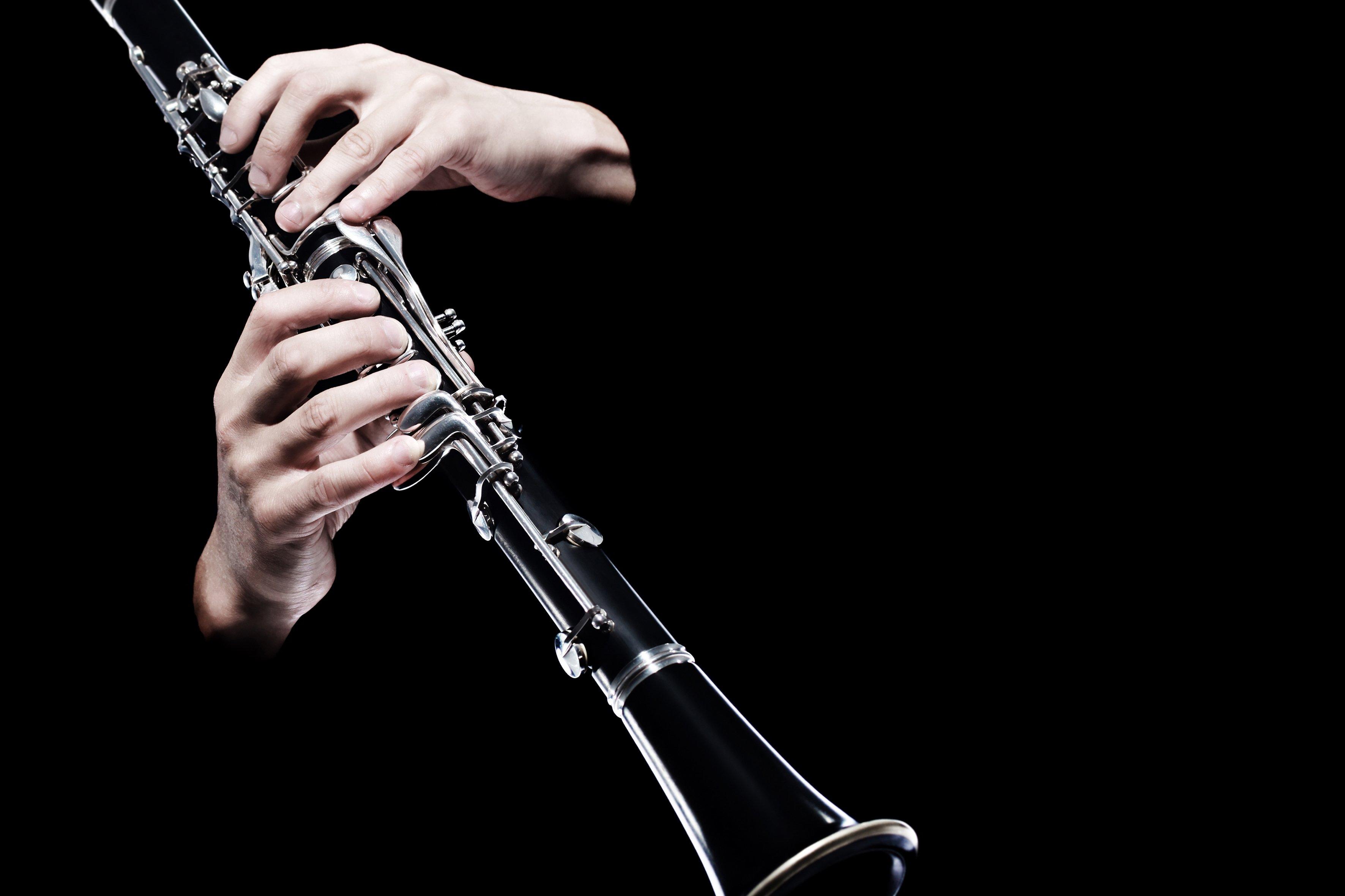 Clarinete siendo tocado || Fuente: Shutterstock