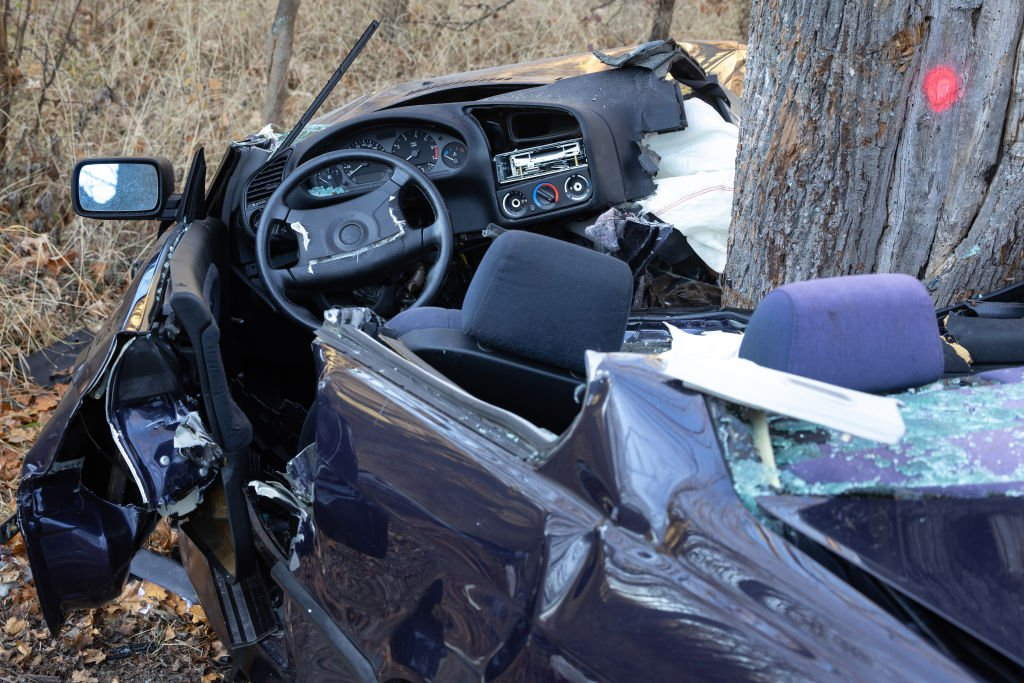 A car got wedged into a tree in a traffic accident on November 30, 2020 | Photo: Getty Images
