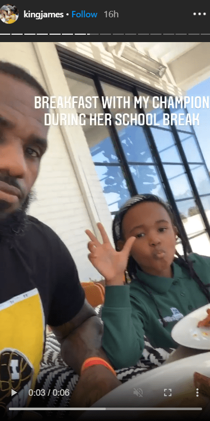 A picture of Zhuri and her dad Lebron James having breakfast. | Photo: Instagram/Kingjames