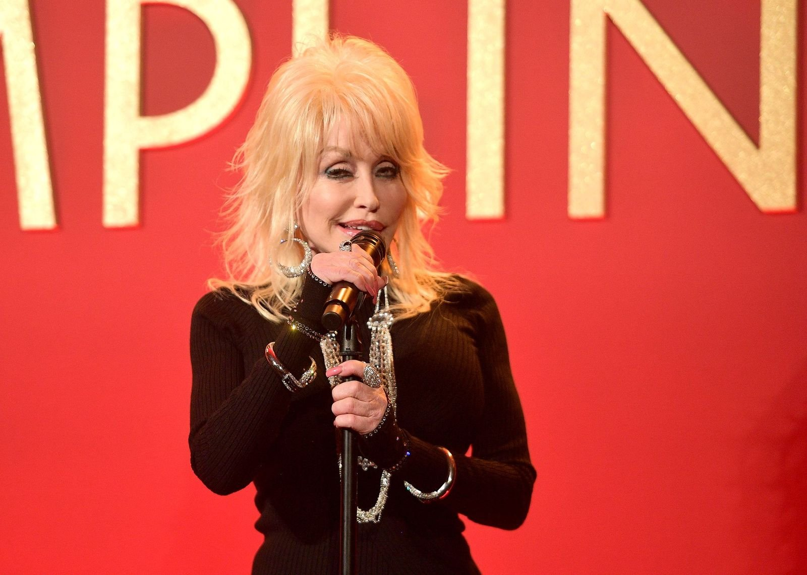 Dolly Parton performs onstage at a luncheon for the Netflix Film Dumplin' at Four Seasons Hotel Los Angeles at Beverly Hills on October 22, 2018 | Photo: Getty Images