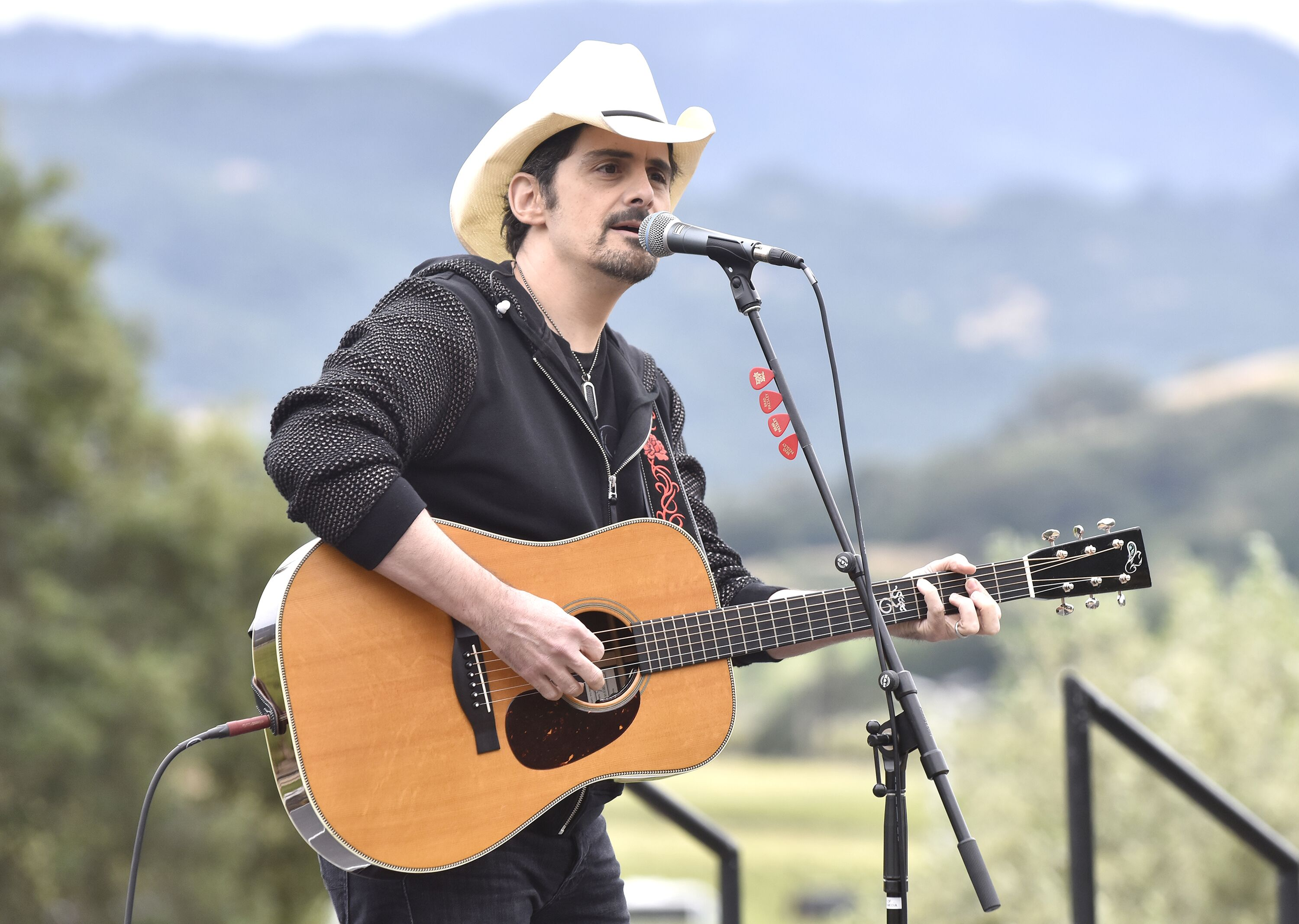 Brad Paisley performs during the Live In The Vineyard Goes Country event at Regusci Winery on May 14, 2019, in Napa, California | Photo: Tim Mosenfelder/Getty Images