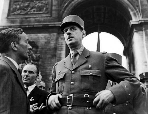 Charles De Gaulle et Georges Bidault à Paris, France Le 26 août 1944. | Photo : Getty Images.