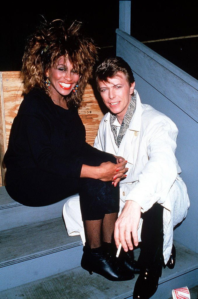 Singers Tina Turner and David Bowie backstage at the Birmingham NEC, in 1989. | Source: Getty Images