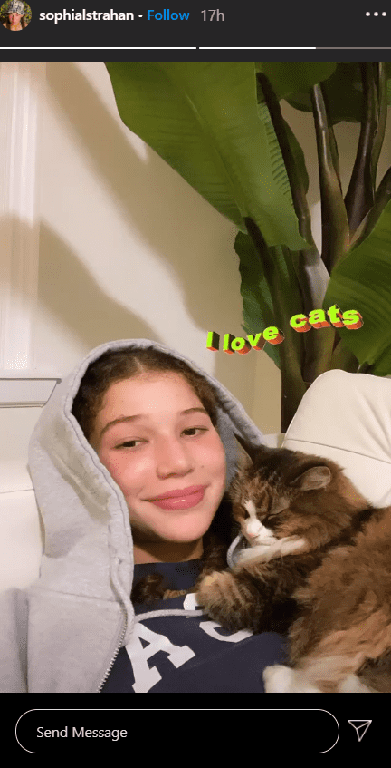 Michael Strahan's teenage daughter, Sophia Strahan smiling cutely at the camera while holding her cat. | Photo: Instagram/sophialstrahan