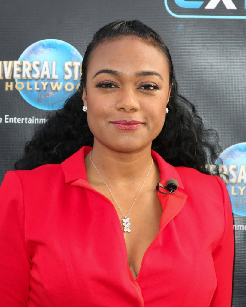 """Tatyana Ali visits """"Extra"""" at Universal Studios Hollywood on November 13, 2018 in Universal City, California.   Source: Getty Images"""