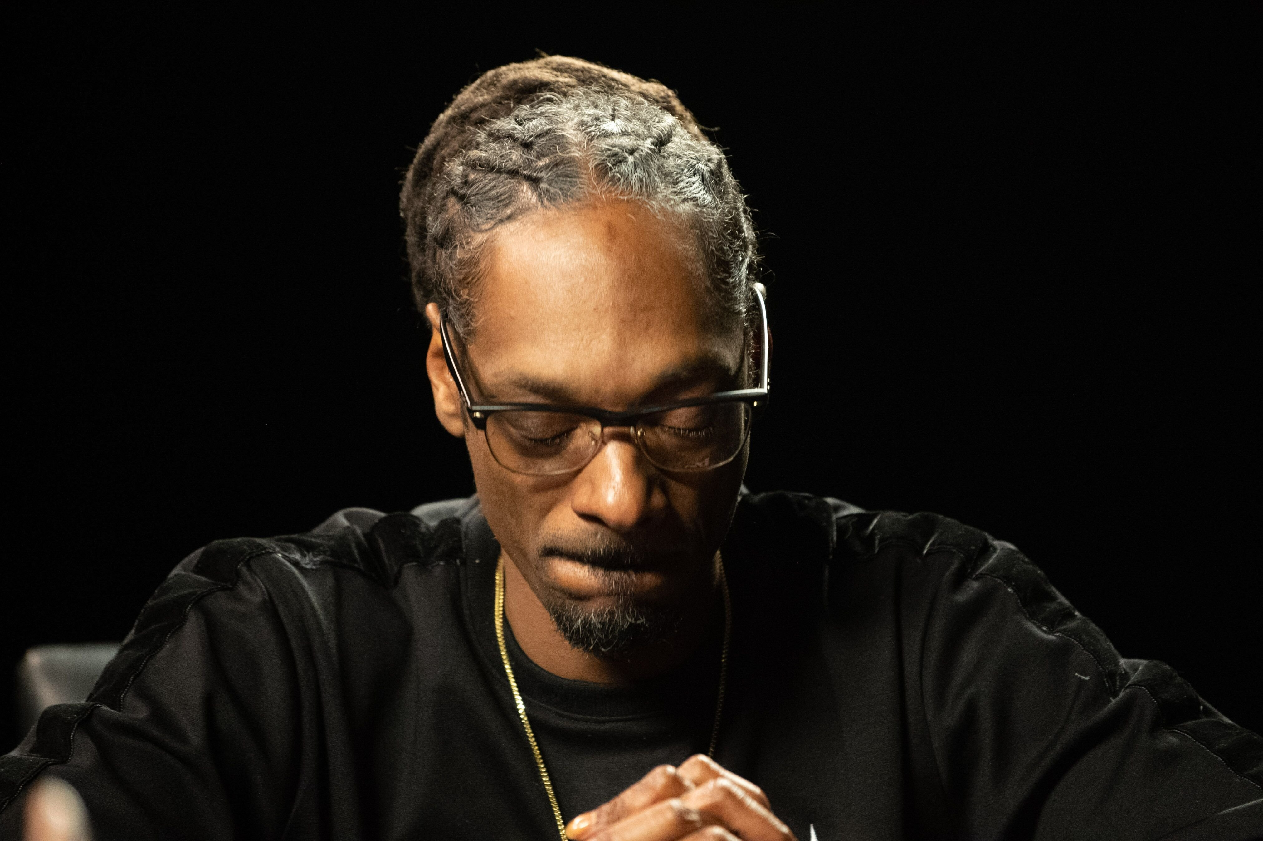 Musician Snoop Dogg speaks in conversation with Kirk Franklin on April 11, 2018 | Photo: Getty Images