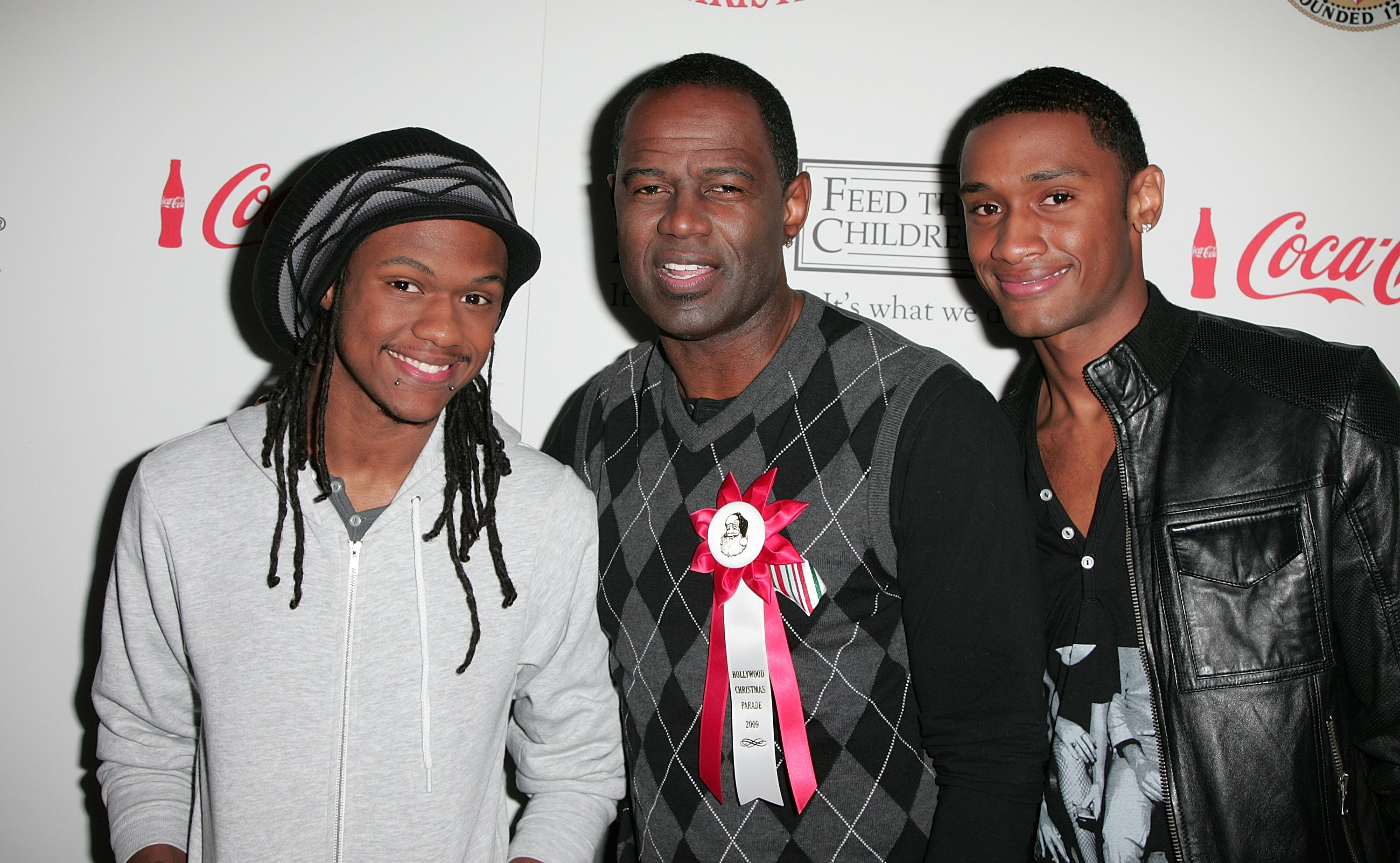 Brian McKnight flanked by his sons Niko (L) and BJ (R) at the Hollywood Christmas Parade in California on Nov. 29, 2009 | Photo: Getty Images