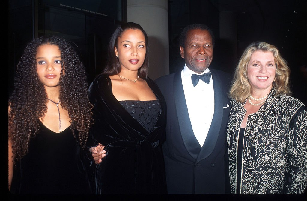 Sidney Poitier and his family at the Carousel of Hope Gala October 25, 1996 | Photo: Getty Images