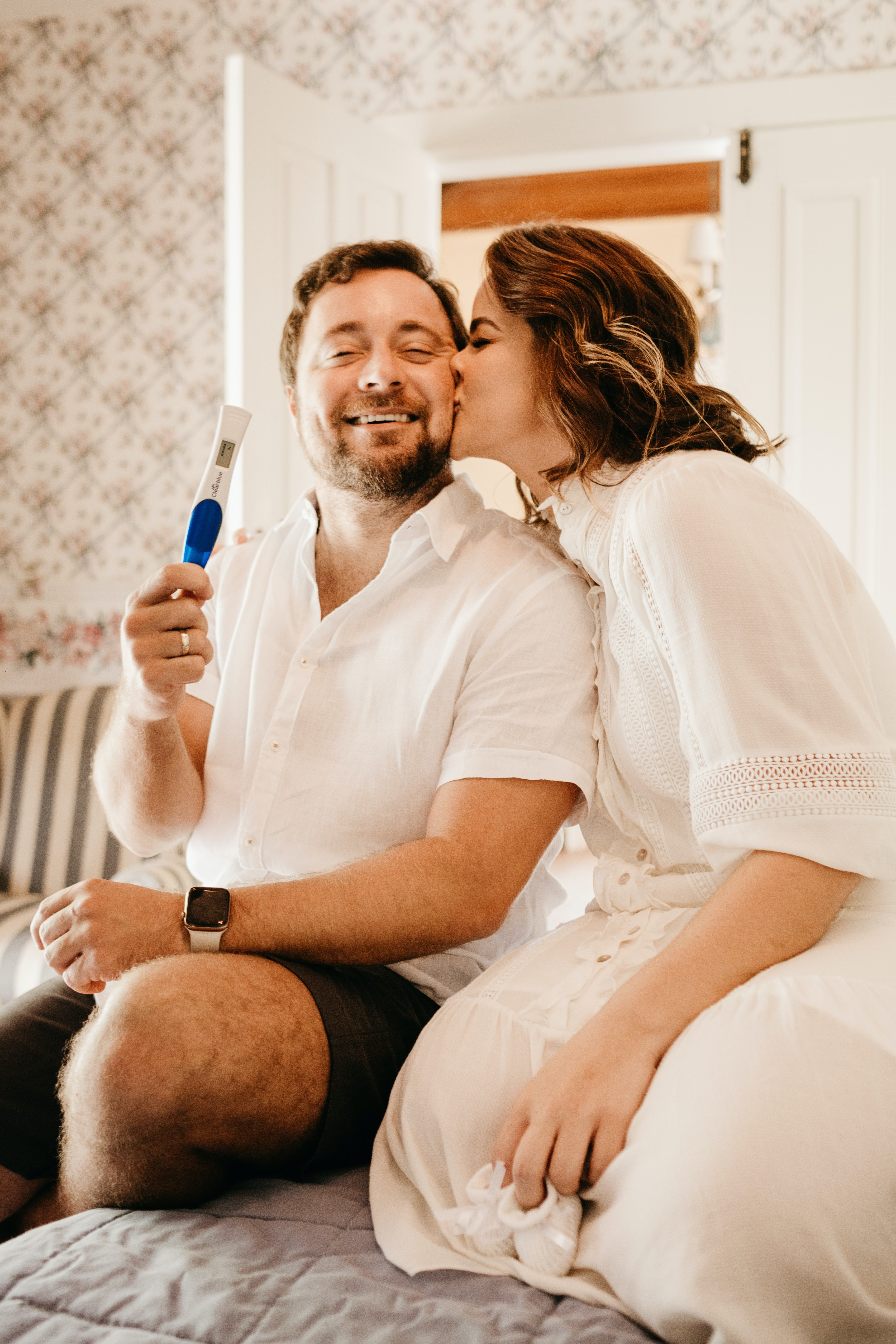Wife reveals she's pregnant and her husband is overly excited | Photo: Unsplash/jonathanborba