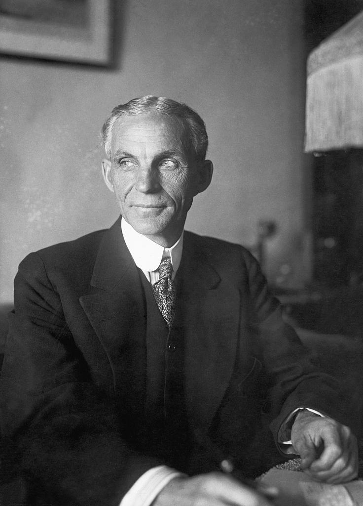 Henry Ford in his New York Hotel suite on Nov. 24, 1915, before setting sail on the peace ship, Oscar II | Photo: Getty Images