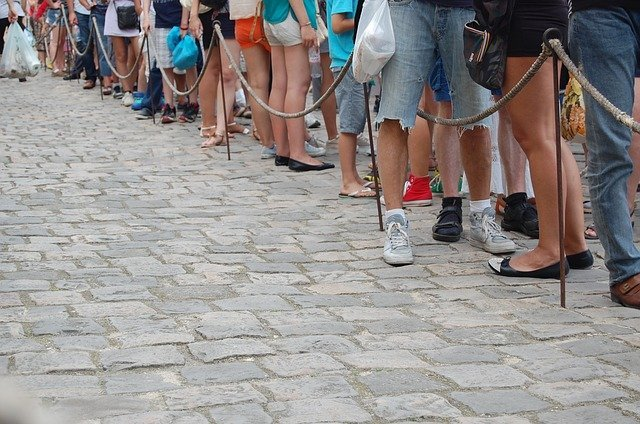 People in a long queue | Source: Pixabay