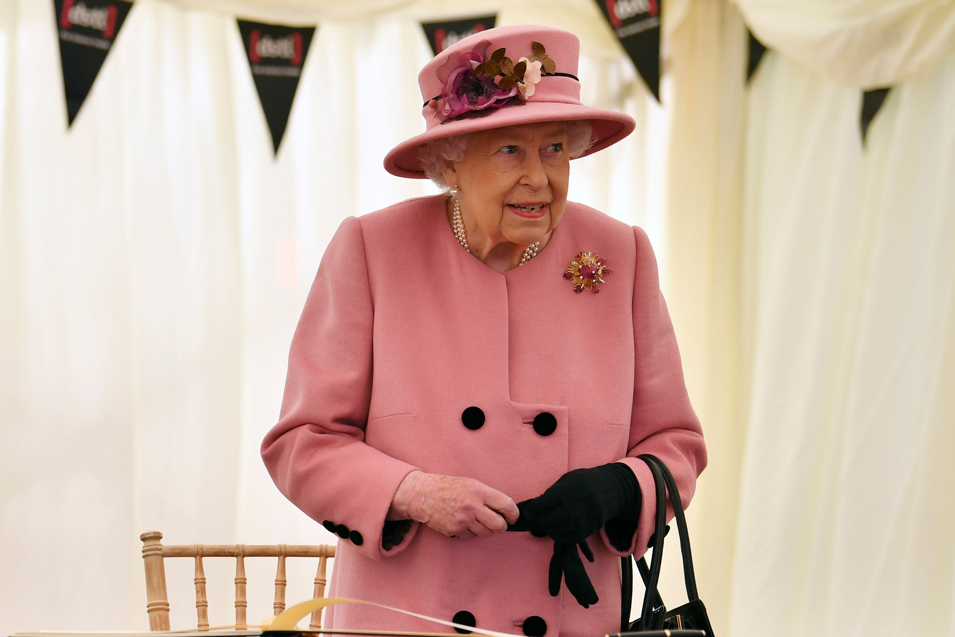 Queen Elizabeth II during her visit to the Defence Science and Technology Laboratory (Dstl) at Porton Down science park on October 15, 2020   Photo: Getty Images