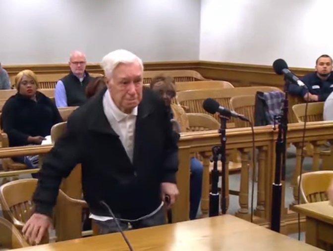 Victor Coella, de 96 años de edad, comparece por cargos por exceso de velocidad. | Foto: YouTube/Caught In Providence
