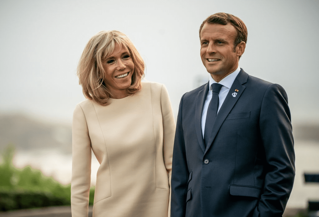 Emmanuel Macron avec son épouse Brigitte, le 26 août à Biarritz. | Photo : Getty Images