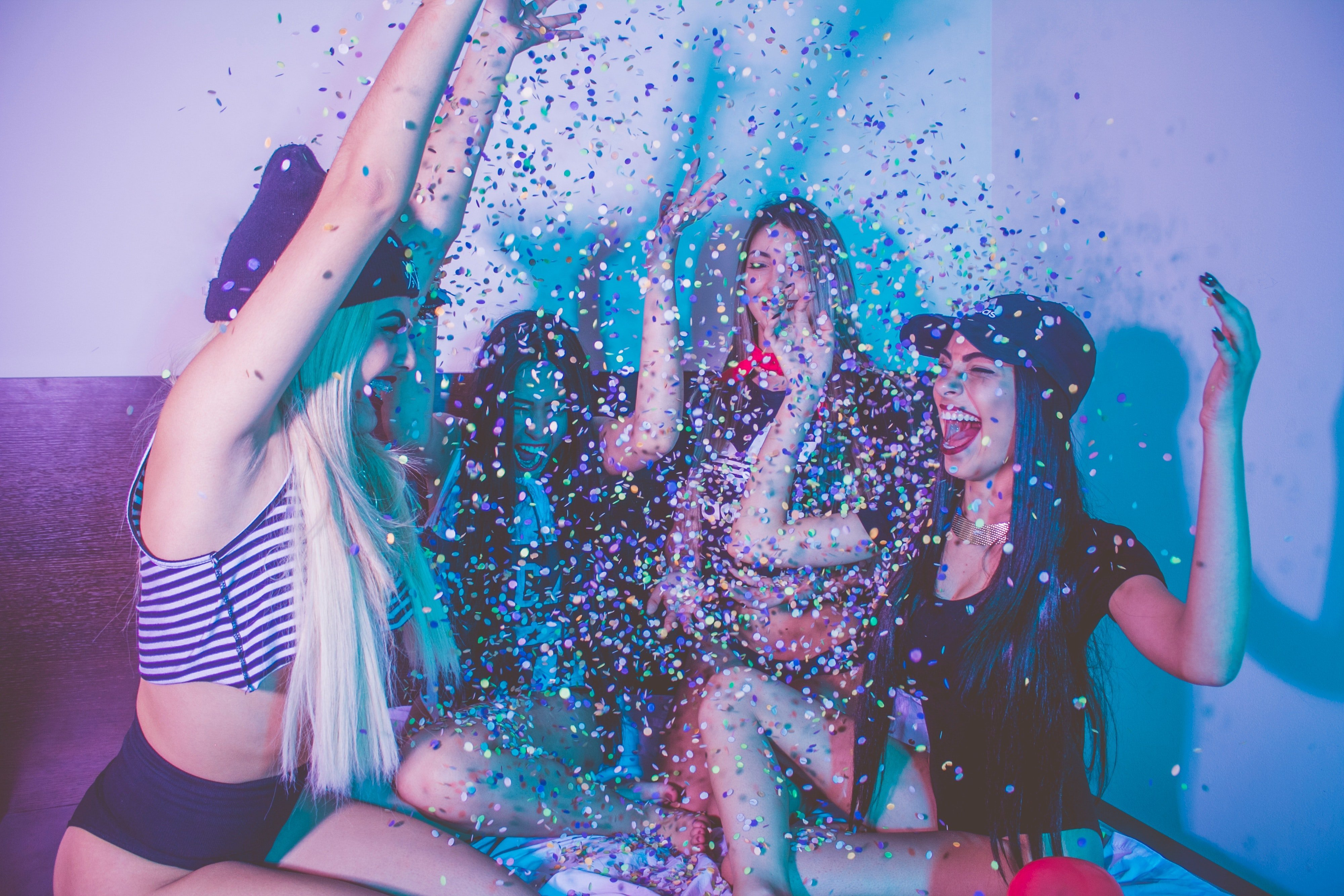 Women having a good time at a party | Photo: Pexels