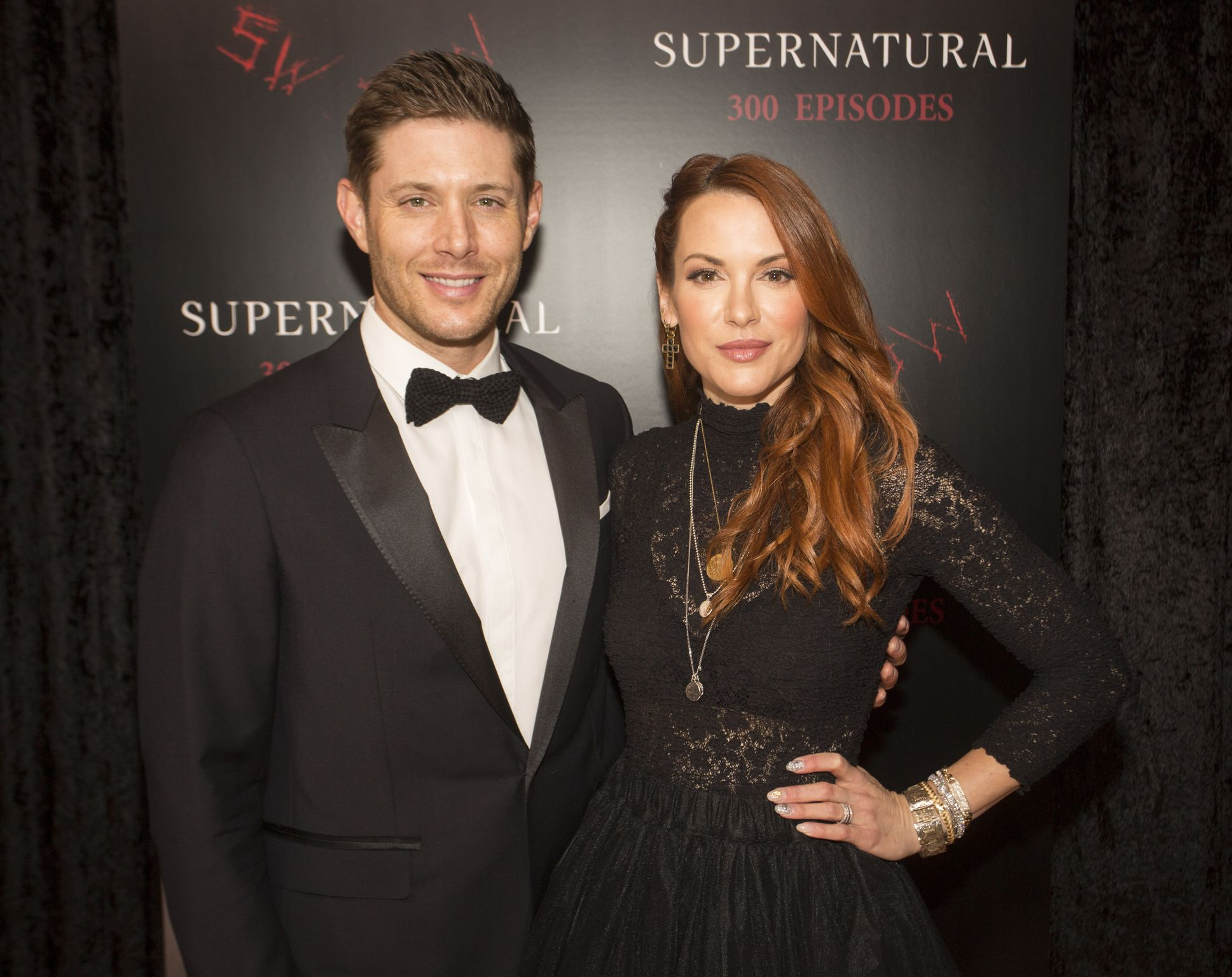 """Jensen Ackles and Danneel Ackles at the red carpet at the """"SUPERNATURAL"""" 300TH Episode Celebration in 2018 in Vancouver   Source: Getty Images"""