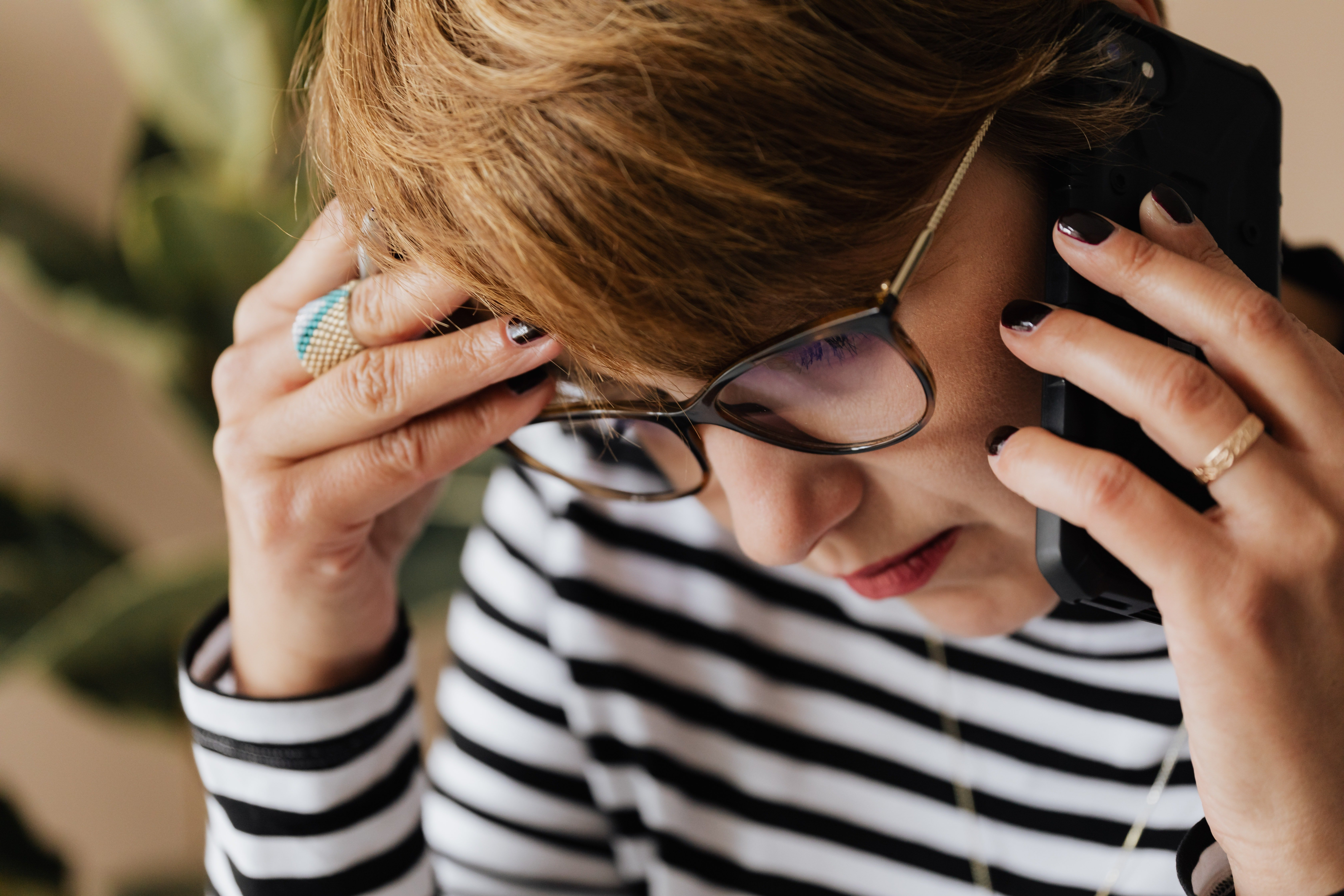 Linda sounded very worried on call | Photo: Pexels