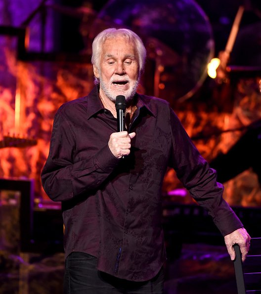 Kenny Rogers at the Civic Arts Plaza on June 30, 2016 in Thousand Oaks, California. | Photo: Getty Images