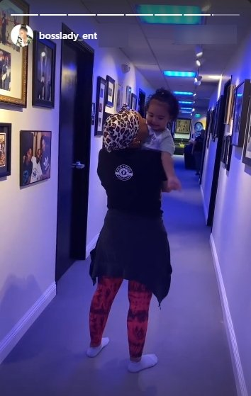 A picture of Shante Broadus carrying her granddaughter. | Photo: Instagram/Bosslady_ent