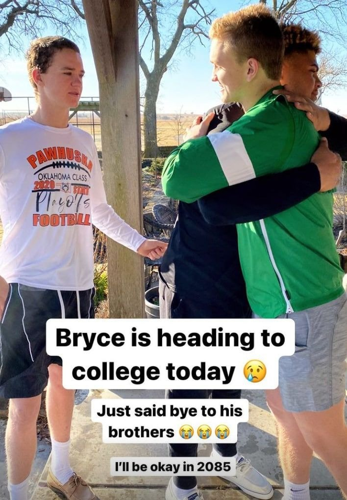 Ree Drummond and her family sending off her son, Bryce, to college | Photo: Instagram / thepioneerwoman