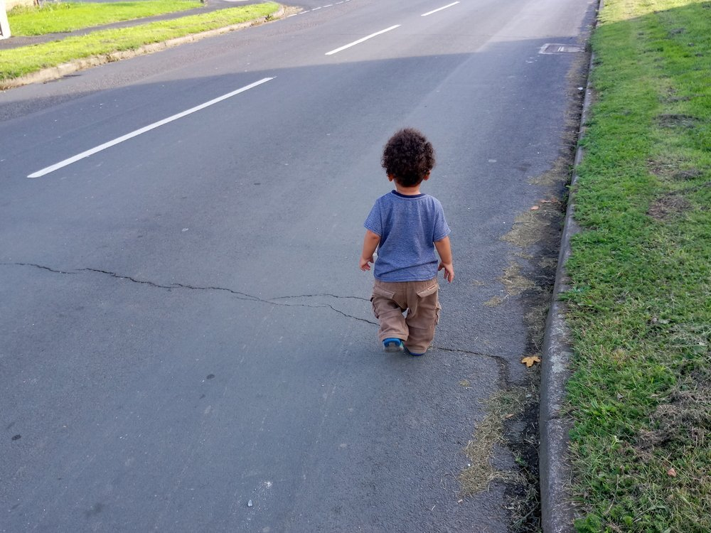 Toddler walking on the road. | Source: Shutterstock