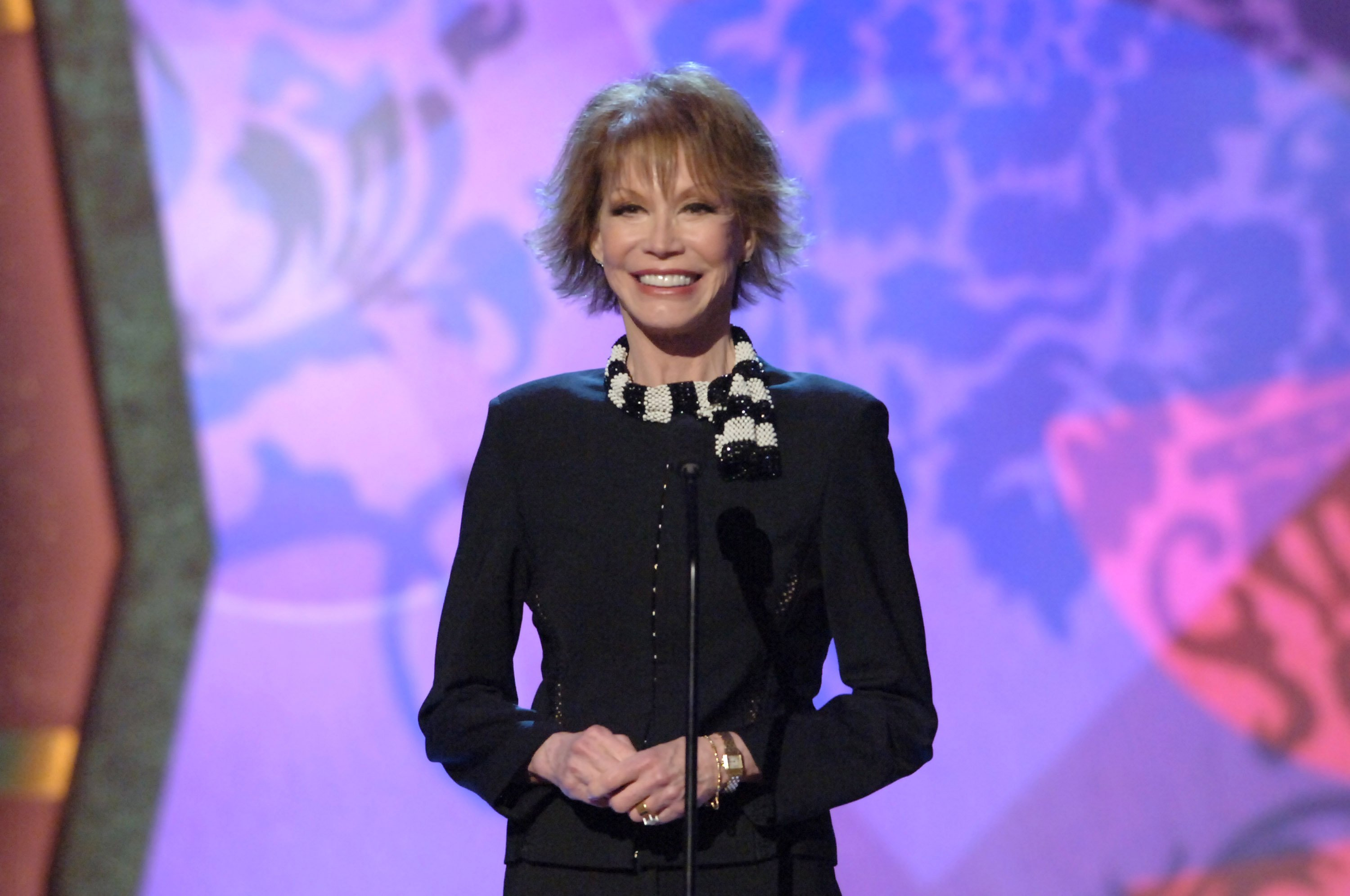 Mary Tyler Moore, presenter during 4th Annual TV Land Awards - Show at Barker Hangar in Santa Monica, California, United States.| Source: Getty Images