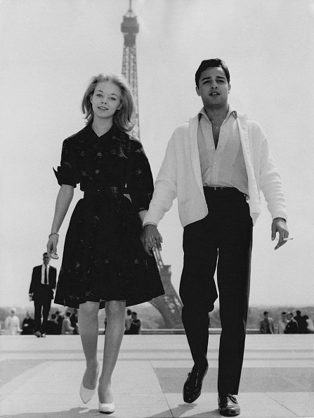 Actress Jill Haworth and actor Sal Mineo at the Trocadéro, Paris, 12th May 1961. | Source: Getty Images.