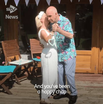 Bill and Anne have their first dance during their wedding. | Source: facebook.com/stvnews