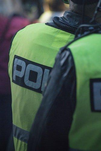 Deux policier en tenue | Photo / Unsplash