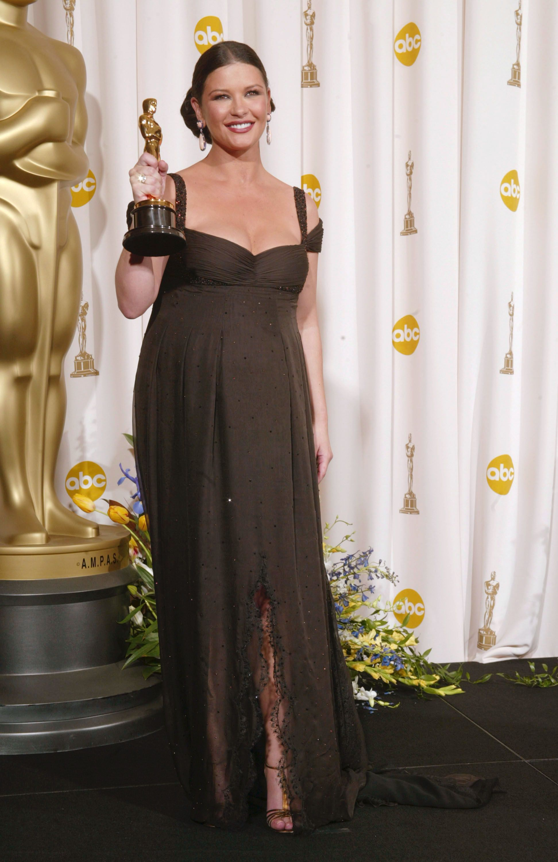 Catherine Zeta-Jones poses backstage during the 75th Annual Academy Awards on March 23, 2003, in Hollywood, California | Photo: Robert Mora/Getty Images