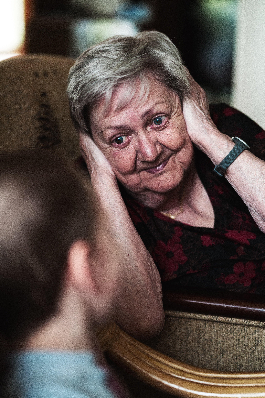 Une Grand-mère éclatante | Source : Unsplash