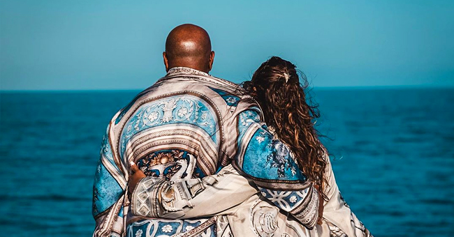 Steve & Marjorie Harvey Pose in Billowy Robes on Their Yacht While on Italy Vacation