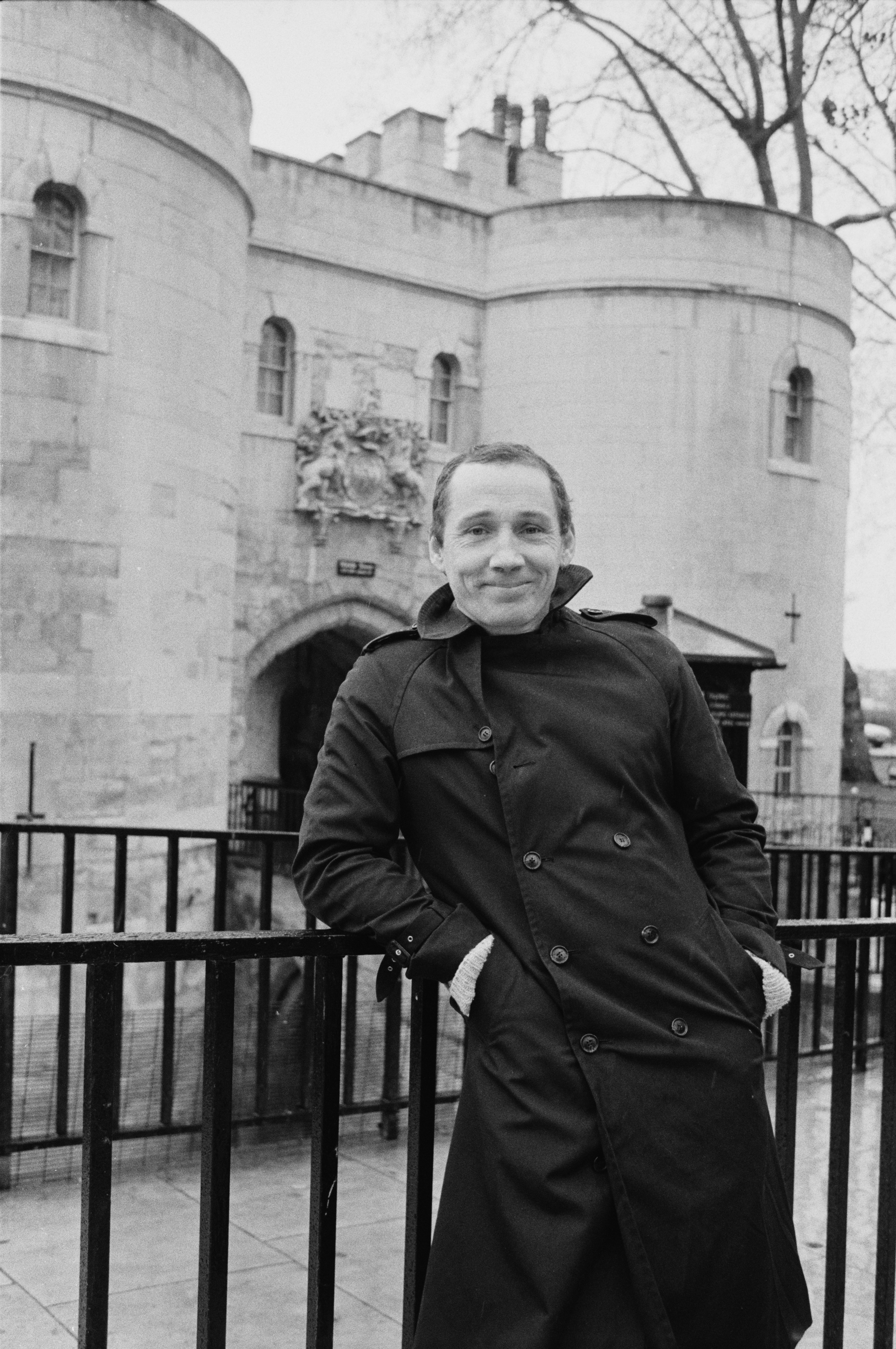 Michael Fagan, the intruder who gained access to the bedroom of Queen Elizabeth in Buckingham Palace in 1982, pictured at the Tower of London, UK, February 9, 1985 | Photo: Getty Images