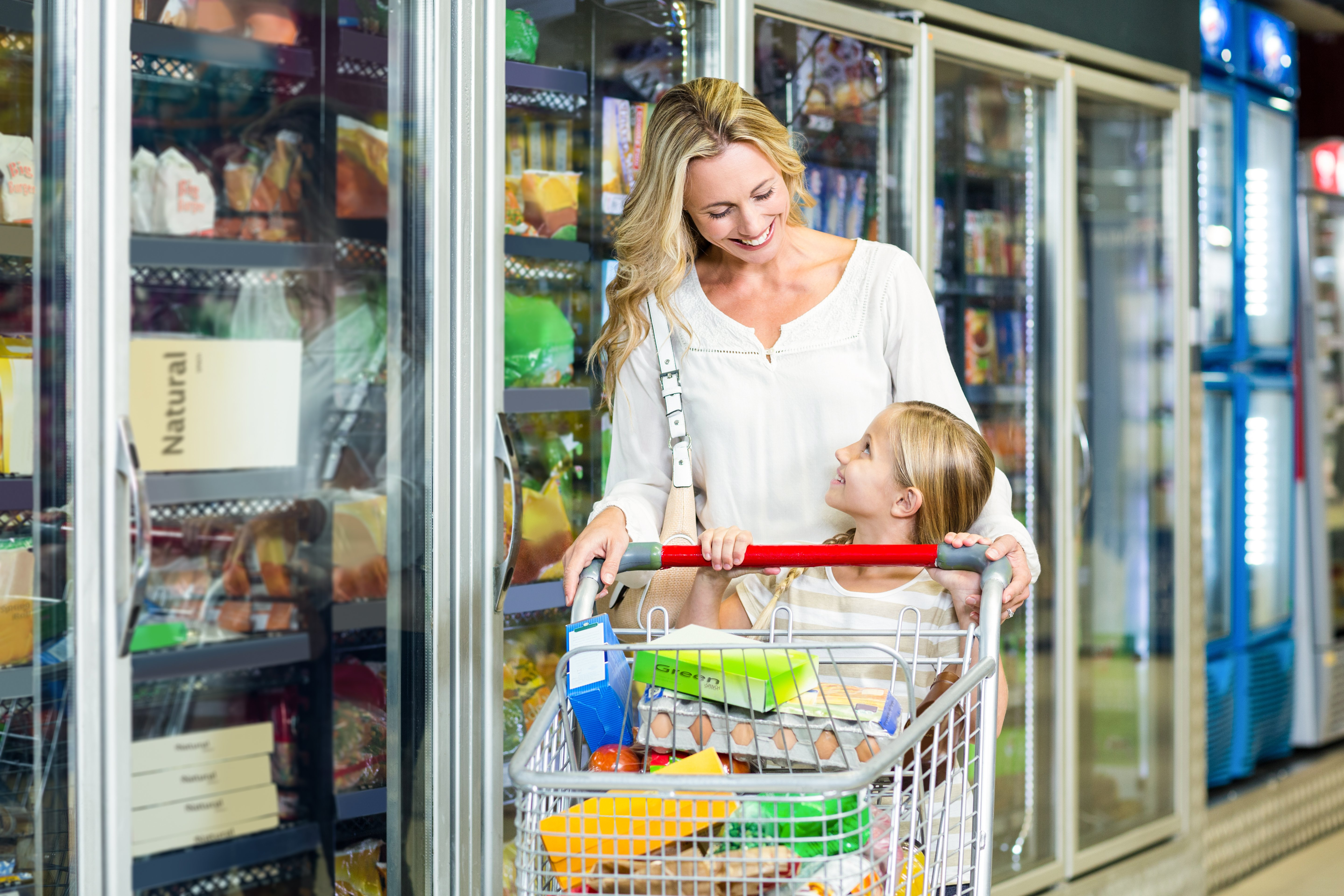 Lady out shopping with her son | Photo: Shutterstock