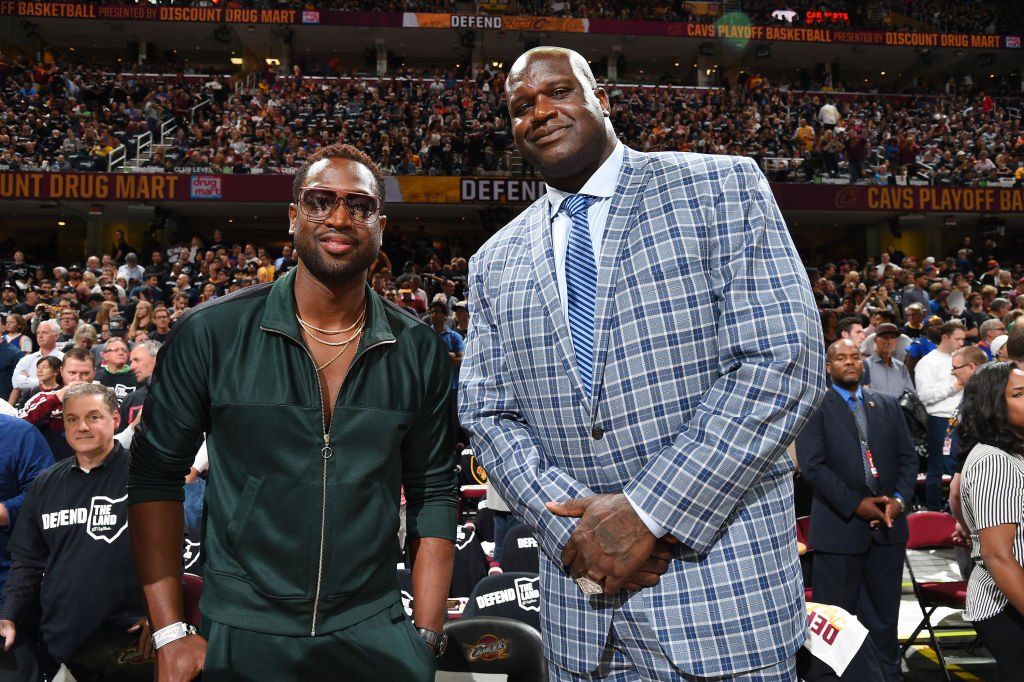 Dwyane Wade and Shaquille O'Neal pose for a photo before Game Four of the 2017 NBA Finals on June 9, 2017 | Photo: Getty Images