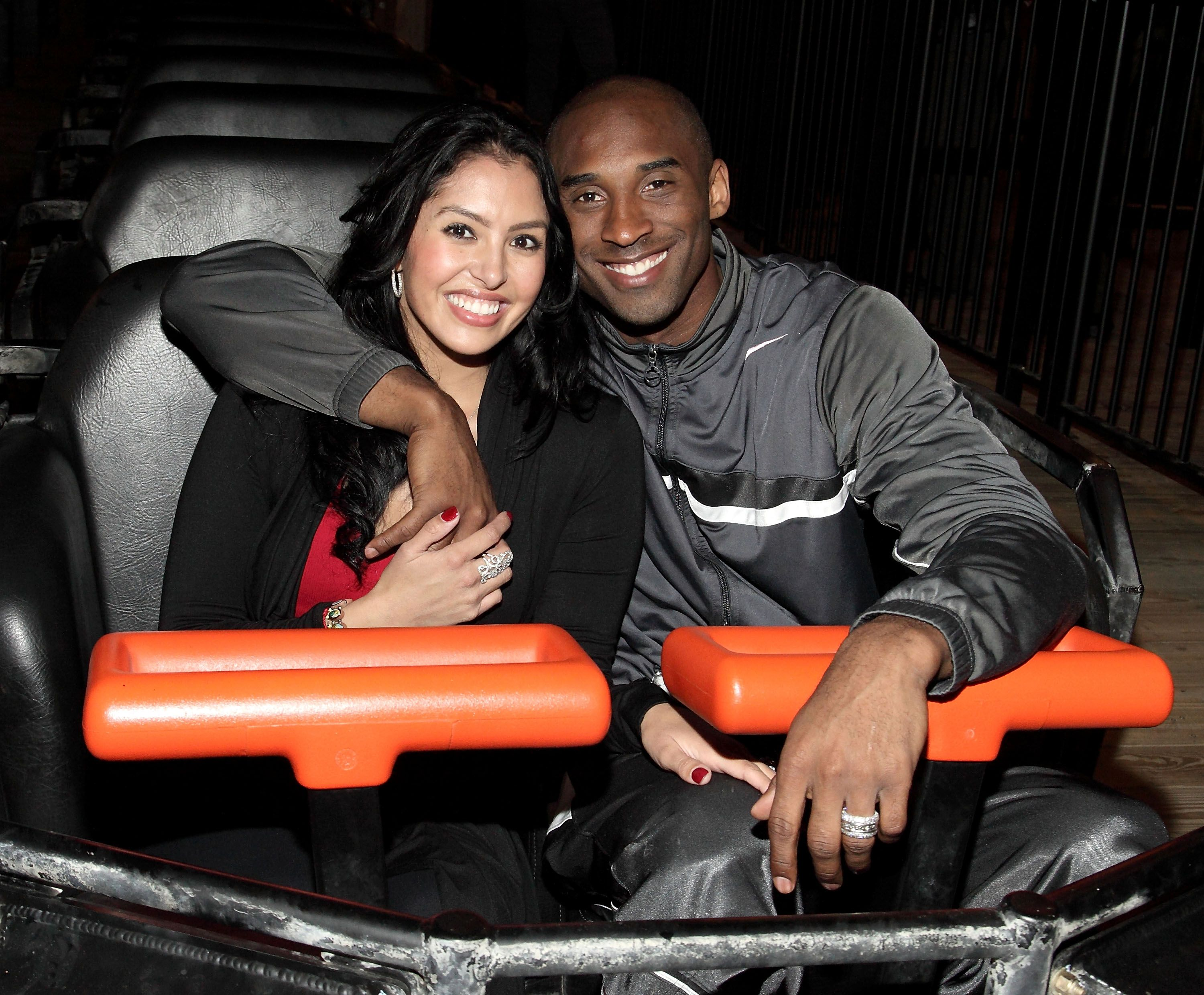 Kobe Bryant and Vanessa Bryant riding the Terminator Salvation - The Ride at Six Flags Magic Mountain on June 28, 2009 in Valencia, California. | Source: Getty Images