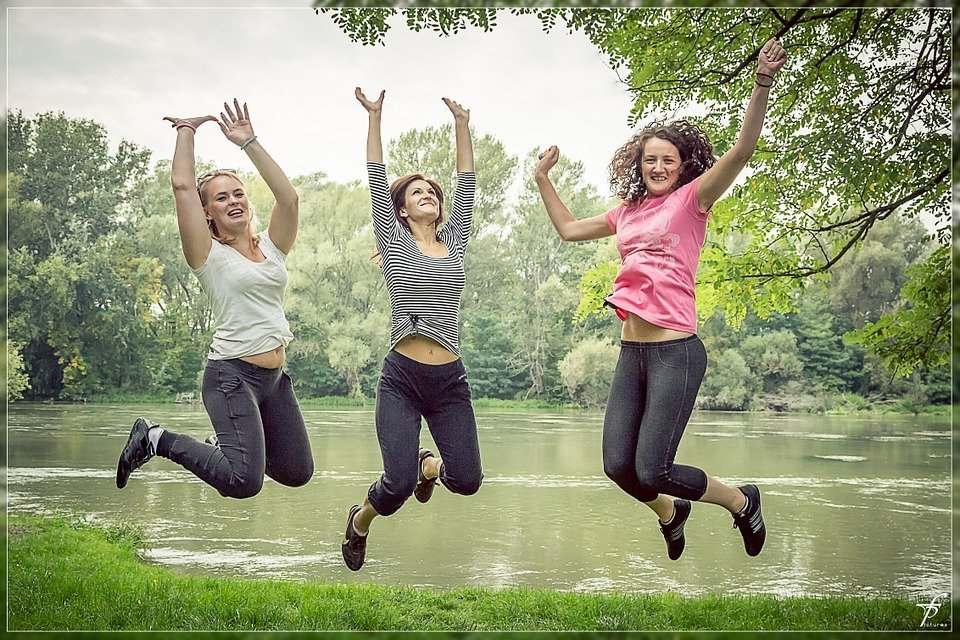 Mujeres felices.| Imagen tomada de: Pixabay