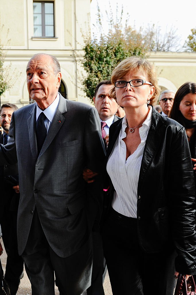 Claude Chirac aux côtés de son père Jacques Chirac le 5 novembre 2010 à Paris. l Source : Getty Images