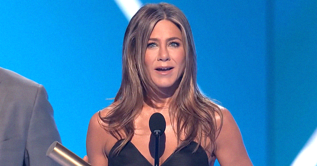 Jennifer Aniston Pays Tribute to 'Friends' While Accepting the People's Icon Award at the 2019 PCAs